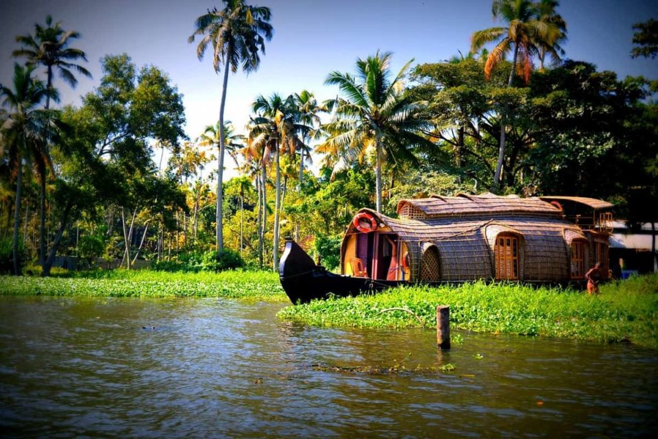 25 Best Tourist Places To Visit in Kerala