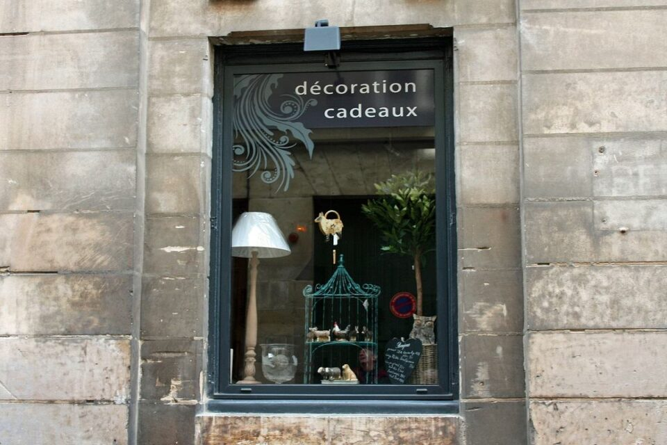 5 Tips To Set Up An Appealing And Professional Window Display